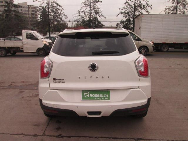 ssangyong tivoli gas 4x2 1.6 at tv1111