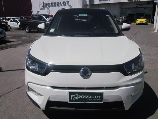 Autos Rosselot Ssangyong Tivoli gas 4x2 1.6 mt tv1011  2017