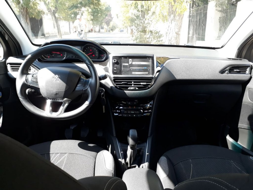 Autos Autoquinta Peugeot 208 2014
