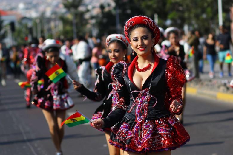 Carnaval de los colores es un concurso de bandas y grupos de bailes que realizan un recorrido por las principales calles de la ciudad de Antofagasta, en el marco de Filzic 2016. Foto: Matías Quilodrán.