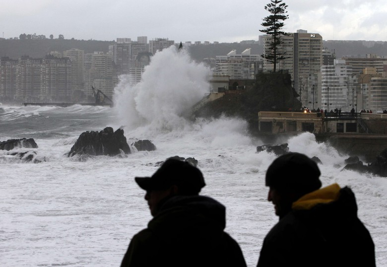 Fuertes marejadas golpean la zona costera de Valparaíso.