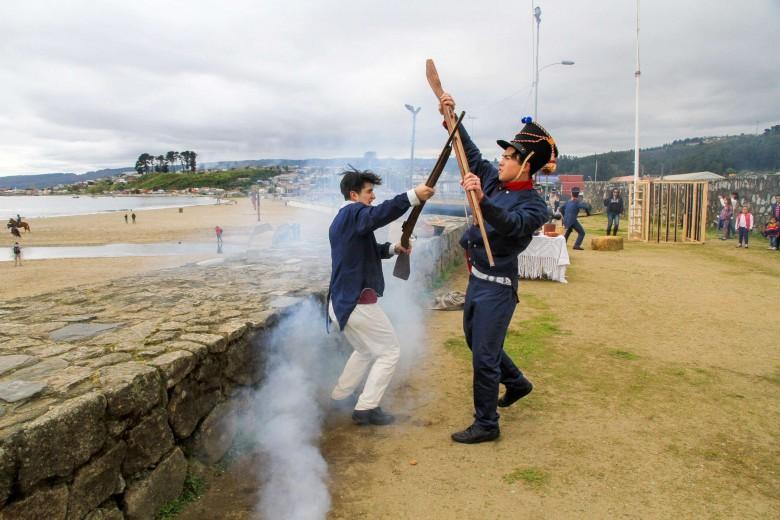 """En el antiguo fuerte La Planchada de Penco se realizó la recreación histórica de """"La prisión de los patriotas"""" en el marco de llamado Circuito de la Independencia 2016."""