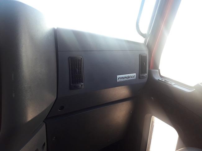 Mack CXU 613 Pinnacle
